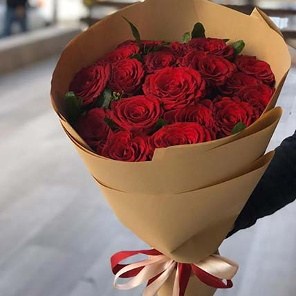 Posy of Rosy Love: Valentines Gifts Delivery in Jordan