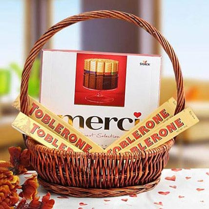 A Gift of Perfection: Anniversary Gift Hampers
