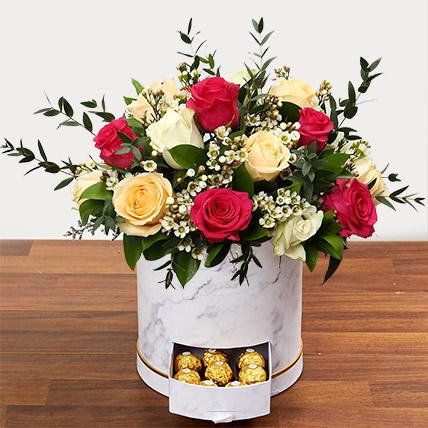 Beautiful Mixed Roses Arrangement: Flower Shop in Abu Dhabi