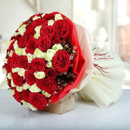 Bunch Of Red N White Roses: Bouquet of Flowers