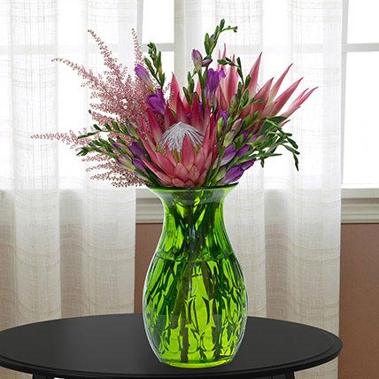 Enchanting Flower Vase: Luxury Flowers Dubai