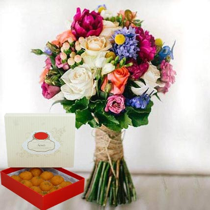 Mesmerizing Flowers and Motichoor Laddoo Combo: Karwa Chauth Flowers & Sweets