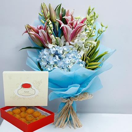 Pretty Flowers Bunch and Motichoor Laddoo Combo: Karwa Chauth Flowers & Sweets