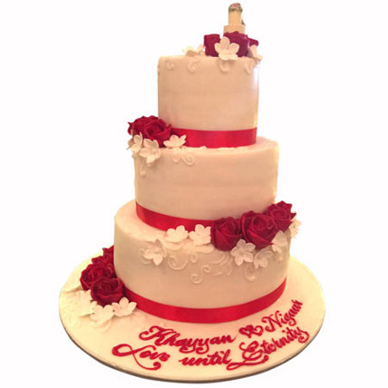 Red Satins and Roses: Wedding Cake