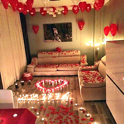 Romantic Decor Of Balloons and Candles: Luxury Flowers Dubai