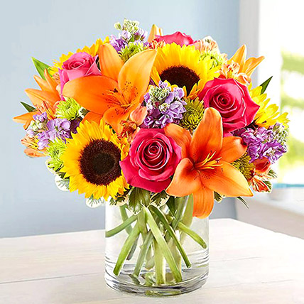 Vivid Bunch Of Flowers In Glass Vase: Birthday Flowers for Husband