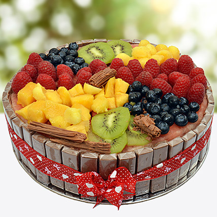 Fresh Fruit And Chocolate Cake: Gift Ideas for Boss