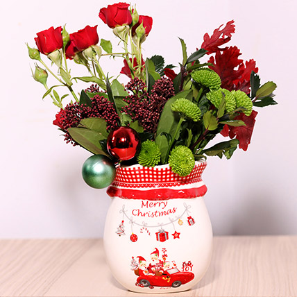 Xmas Special Flower Arrangement: Christmas Flowers to Sharjah