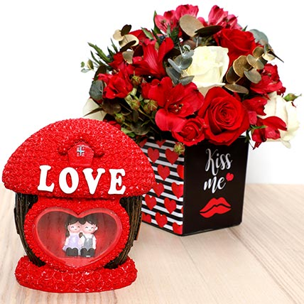 Romantic Flowers and Couple Idol: Best Valentine Gift For Girlfriend