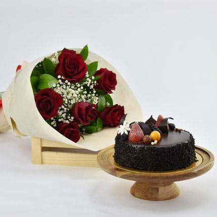 Elegant Rose Bouquet With Chocolate Fudge Cake: