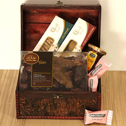 Classic Treasured Box Hamper: