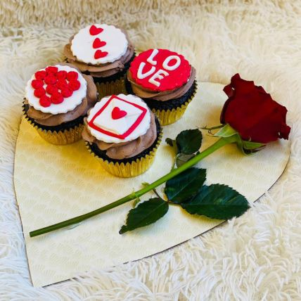 Cute Love Cup Cakes Set of 4 With Rose: Valentines Gifts Delivery in Saudi Arabia