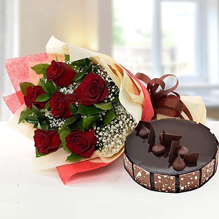 Elegant Rose Bouquet With Chocolate Cake KT
