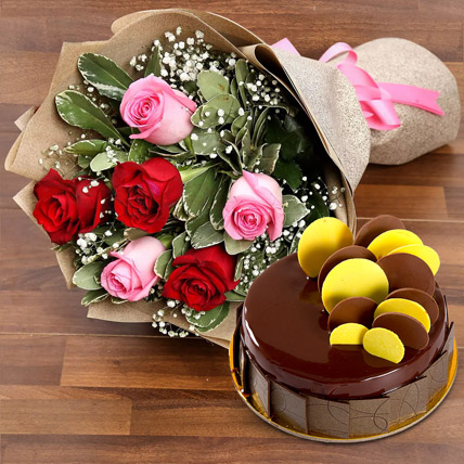 Beautiful Roses Bouquet With Chocolate Fudge Cake In Uae