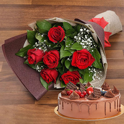 Elegant Rose Bouquet With Chocolate Fudge Cake