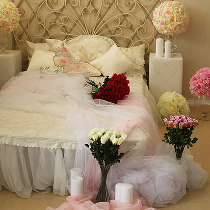 Online Romantic Decor Bed Full Of Flowers Gift Delivery In Uae Ferns N Petals