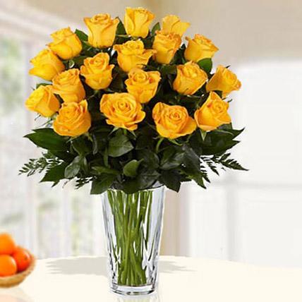 18 Yellow Roses Arrangement QT