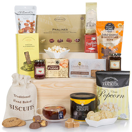 Deluxe Sweet And Salty Gift Hamper